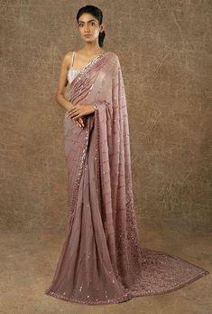 Saree Designs Party Wear, Party Wear Sarees, Saree Blouse Designs, Designer Sarees Wedding, Indian Designer Sarees, Indian Sarees, New Designer Dresses, Bollywood Designer Sarees, Latest Designer Sarees
