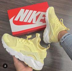 Nike huaraches yellow 💛 Wearing by Zapatillas Nike Huarache, Nike Air Huarache, Nike Huarache Women, Nike Tennisschuhe, Souliers Nike, Sneakers Fashion, Fashion Shoes, Fall Fashion, Fashion Trends
