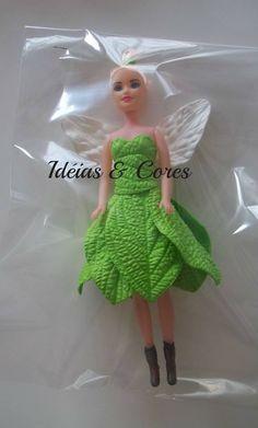 Boneca tipo barbie com roupas em eva  ideiasecoresdecor@gmail.com Diy Crafts For Gifts, Barbie Dress, Tinkerbell, Maria Elisa, Summer Dresses, Disney Princess, Disney Characters, Liqueurs, Biscuit
