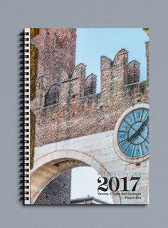 Agenda Settimanale o Giornaliera 2017 di Officina Grafica Editoriale con foto d'autore Piazza Bra' l'Orologio a Verona di P. Varga in carta recliclata