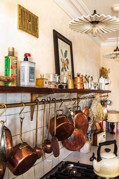 Happy Kitchen, New Kitchen, Kitchen Dining, Victorian Kitchen, Decoration Bedroom, Floating, Kitchen Interior, Interior Inspiration, Home Kitchens