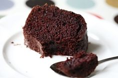 Queria um bolo de chocolate bem escuro, sabor forte, mas ao mesmo tempo aerado, úmido e fofo para comer acompanhado de um chazinho. Sem cob...