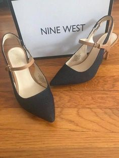 652341edc3ca 220 Best Womensshoes 9 Mens Size images in 2019