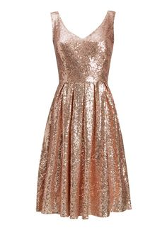 The Uma Rose Gold Sequin Dress is ideal for a Christmas party or festive occasion. Adorned with sequins, this sparkly style is the perfect party dress.