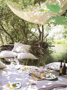 Love the natural colours, especially for a picnic wedding