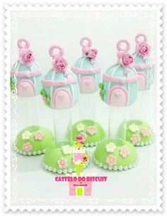 Mini tubete decorado com biscuit tema Jardim Pedido mínimo de 10 unidades FEITO SOB ENCOMENDA FRETE por conta do comprador