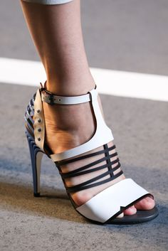 64997f2416ff Fendi Spring 2015 Ready-to-Wear Fashion Show. Chaussure ModeAccoutrementChaussures  FemmeHaute ...