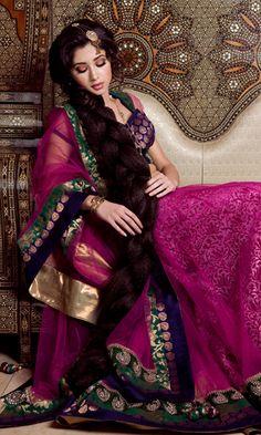 Perfect dulhan wedding makeup for Indian or Pakistani bride. Asian Inspired Wedding, South Asian Wedding, Pakistani Bridal Wear, Indian Bridal, Hair And Makeup Artist, Hair Makeup, Desi Wedding, Wedding Ideas, Very Long Hair