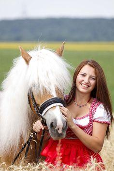 Fotoshooting mit Haflingerstute Gracia & Manuela Reidinger auf der GR-Ranch in Unterrohrbach, Österreich Portrait, Ranch, Daenerys Targaryen, Game Of Thrones Characters, Horses, Photography, Fictional Characters, Animals, Art
