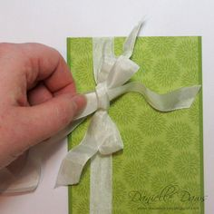 Tutorial Tying a Double Bow With Seam Binding