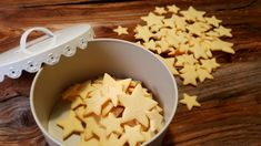 Tender butter cookies - the basic recipe - Plättchen My Favorite Food, Favorite Recipes, Recipe For 4, Basic Recipe, Christmas Baking, Christmas Cookies, Coconut Flakes, Cookie Recipes, Bakery