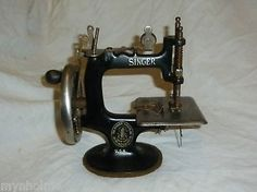 Antique / Vintage Miniature Sewing Machine Singer Made in USA