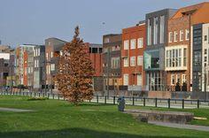 Roombeek Enschede. Tijdens de vuurwerkramp volledig weggevaagd, daarna herbouwd tot modernste wijk van Twente. Er worden ook rondleidingen gegeven.