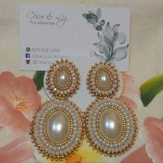 Aretes largos en perlas y cristales RD$750