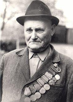 Уникальнейший мужик. Единственный, кто получил шесть медалей «За отвагу»: valerongrach Soviet Army, Soviet Union, World War Two, Vintage Photography, Wwii, Funny Pictures, Hero, Historia, Heroes