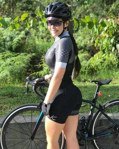 There are many different kinds and styles of mtb that you have to pick from, one of the most popular being the folding mountain bike. The folding mtb is extremely popular for a number of different … Women's Cycling, Cycling Girls, Cycling Outfit, Cycle Chic, Bicycle Women, Bicycle Girl, Bike Style, Biker Girl, Athletic Women