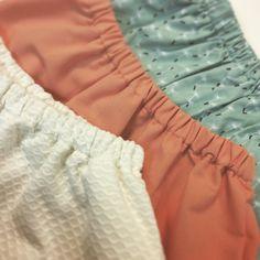 ¡Faldas para las princesas de casa! ❤️ Te mostramos los diferentes tejidos con los que hemos realizado las faldas de esta temporada #kids #corazondeleonkids #falda #coral #piqué #crudo #verde #skirt #madeinSpain #moda #SpringSummer2015