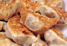 Pan-fried Pork and Cabbage Jiaozi, a Recipe in Pictures