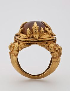 Java, Central Javanese Period, 9th century. | Solid cast and repoussé gold.