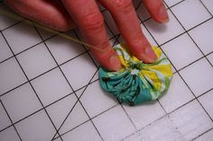 crafting with fabrics scraps: how to make yo-yos