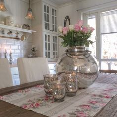 Flowers in my kitchen By @villatverrteigen