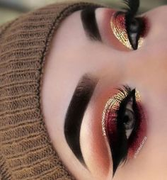 This make-up trend is the easiest way to update your look. Excellent idea for eye make-up # Makeup Trends, Eye Makeup Tips, Makeup Goals, Skin Makeup, Makeup Inspo, Eyeshadow Makeup, Eyeliner, Eyeshadows, Makeup Kit