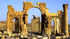 Arco di trionfo di  Palmira distrutto da Isis nel 2016
