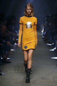 The 1 Thing You Need to Be a Versus Girl For Spring Is Attitude Versus Versace Spring/Summer 2017