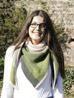 Ravelry: Freitagsfarben-Tuch pattern by Sandra Fischer Shawl Patterns, Knitting Patterns, Hobbies To Take Up, Knitting Socks, Knitting Scarves, Knitted Shawls, Plaid Scarf, Free Pattern, Knit Crochet
