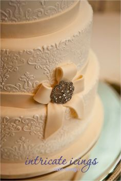 Vintage Wedding Cake...I'd want a green ribbon