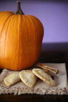 Pumpkin Empanadas Pumpkin Empanadas, Empanadas Recipe, Just Desserts, Delicious Desserts, Dessert Recipes, Canned Pumpkin, Pumpkin Puree, Pumpkin Pumpkin, Pumpkin Spice