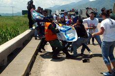 Hoy la Guardia Nacional arremetió contra unos activistas que pintaron las troneras del viaducto de La Cabrera. Perros.