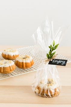 These Maple Bourbon Walnut Mini Bundt Cakes Are the Perfect Homemade Gift for Everyone on Your List Get fancy with your homemade holiday gifts with this quick + easy recipe for Maple Bourbon Walnut Mini Bundt Cakes. Baking Packaging, Dessert Packaging, Bake Sale Packaging, Mini Cakes, Cupcake Cakes, Bundt Cakes, Mini Bundt Cake, Mini Desserts, Christmas Desserts