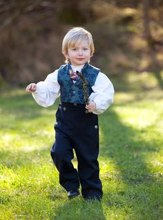 Bunad from Norway- traditional clothes Precious Children, Beautiful Children, Norwegian People, Child Of The Universe, Baby Smiles, Folk Fashion, Folk Costume, Traditional Outfits, Little Boys