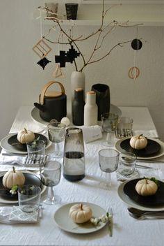 Tisch im Herbst #einrihctung #deko #dekoration #decoration #living #wohnen #tischdeko #kürbis #zierkürbis #weiß Foto: Jul e