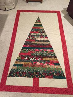in-the-making-handmade-christmas-fabric-decorations. Christmas Tree Quilt Pattern, Christmas Rag Quilts, Christmas Patchwork, Christmas Applique, Winter Quilts, Christmas Fabric, Handmade Christmas, Christmas Ideas, Christmas Runner