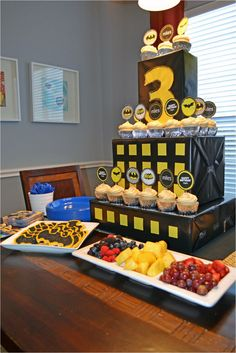 batman cupcake table | Oh, and check out our Batman PB&J's...