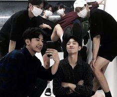gambar ulzzang and friends Korean Boys Ulzzang, Ulzzang Couple, Ulzzang Boy, Best Friens, Rafael Miller, Parejas Goals Tumblr, Korean Best Friends, Boy Squad, Korean Couple