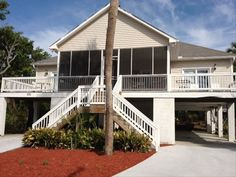 1450 House vacation rental in Folly Beach from VRBO.com! 3 bedroom, 2 bath home offering a view of the ocean.  1 King, 1 Queen, 2 Doubles, and a sleeper sofa