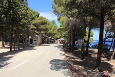 Bol || #Croatia #Chorwacja #Hrvatska #Island #CroatianIslands #Brac #Omis || http://crolove.pl/rejs-statkiem-wokol-wyspy-brac