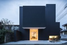 """This meters house, called """"Framing House"""", was built by Japanese architecture agency FORM/Kouichi Kimura Architects, in Japan's pre Modern Japanese Architecture, Architecture Résidentielle, Architecture Portfolio, Japanese Modern House, Design Exterior, Shiga, Black House, Modern House Design, Modern Houses"""