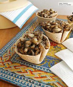Receta de cazuelitas de cuitlacoche. Con fotos del paso a paso, consejos de degustación. Receta de botana para el Mundial 2014