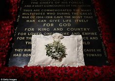 The wedding bouquet of HRH Catherine, Duchess of Cambridge was returned to lie on the tomb of the unknown soldier at Westminster Abbey - a tradition for all Royal brides. Royal Brides, Royal Weddings, Royal Wedding 2011, William Kate Wedding, Principe William Y Kate, Kate Middleton Wedding, Prince William And Catherine, Wedding Honeymoons, Westminster Abbey