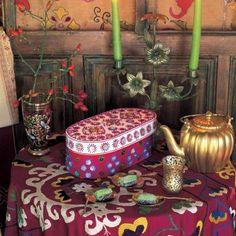 Une boite de madeleines décorées de boutons