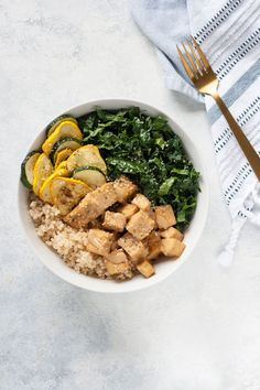 This Almond Butter Tofu Bowl with Kale and Summer Squash is healthy and so delicious. Don& be afraid to swap in your favorite grain or summer produce. Vegan Dinner Recipes, Vegan Dinners, Vegetarian Recipes, Healthy Recipes, Fodmap Recipes, Cocktail Recipes, Healthy Foods, Tofu, Summer Squash Recipes