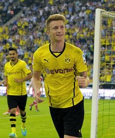 Marco Reus celebrating his goal against Bayern in the German Supercup (2013/14)