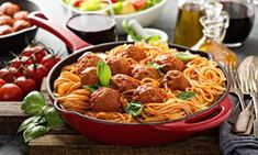 Enjoy the ultimate home cooking experience with this delicious Italian tomato meatball recipe. Made using fresh ingredients, the dish doesn't disappoint. Italian Meatballs, Vegetable Salad, Italian Dishes, Meatball Recipes, Quick Recipes, Fresh Vegetables, Tomato Sauce, A Food, Spaghetti