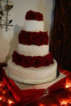 Elegante pastel de rosas rojas