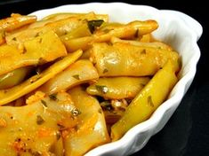 Pastai scazute cu usturoi Read Recipe by auroraga Veg Dinner Recipes, Vegetable Recipes, Vegetarian Recipes, Cooking Recipes, Romanian Food, Romanian Recipes, Good Food, Yummy Food, Food Places