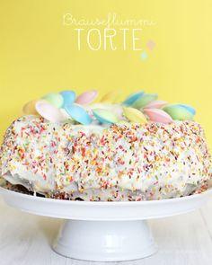 Brauseflummi Torte // Brause Ufo Torte // Marmorkuchen // Kindergeburtstag // Kuchen // Geburtstagstorte // für Mädchen // was eigenes Blog